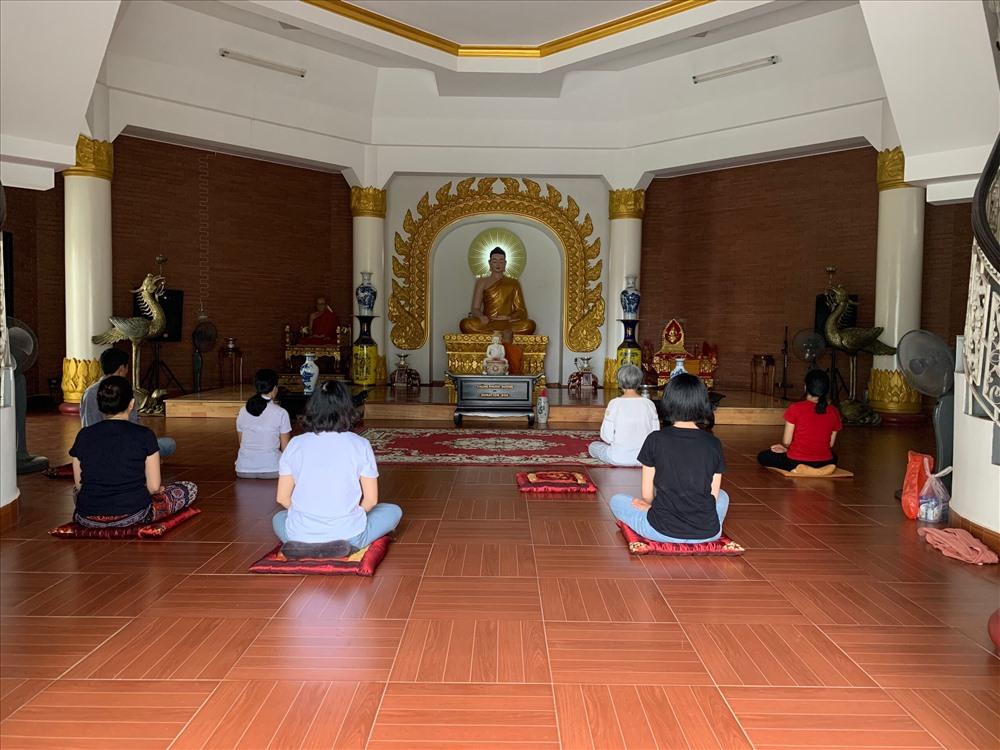 Chùa thu hút đông đảo du khách, Phật tử đến tham quan, chiêm bái. Ảnh: TT.