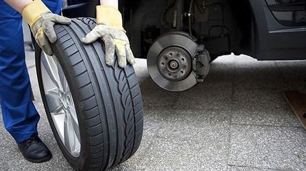 Lốp xe có vấn đề cũng là một nguyên nhân gây tiêu tốn nhiên liệu. Ảnh: St.