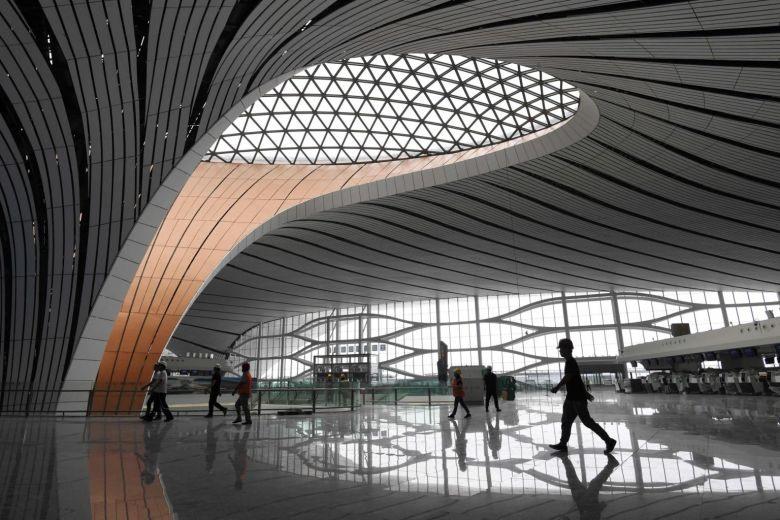 Sân bay quốc tế Daxing bên trong và nhìn từ trên cao. Ảnh: Xinhua, AFP.