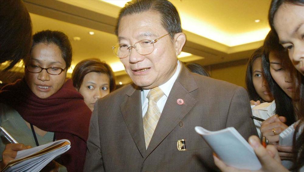 Charoen Sirivadhanabhakdi được biết đến như nhà tài phiệt sở hữu nhiều tòa nhà bán lẻ, thương mại và dân cư, đặc biệt ở Thái Lan và Singapore. Tài sản của ông chủ yếu gồm: ThaiBev hoạt động trong lĩnh vực đồ uống, Berli Jucker (BJC) hoạt động đa ngành và TCC Land về bất động sản. Trong đó, ThaiBev với thương hiệu Bia Chang được coi là nhà sản xuất bia lớn nhất tại Thái Lan do chính ông sáng lập. Ảnh: The Straits Times
