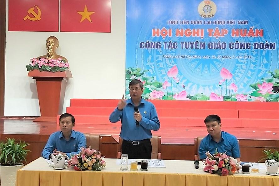 Đồng chí Trần Thanh Hải (người đứng): Công tác tuyên giáo phải cụ thể, chứ không được chung chung. Ảnh Nam Dương