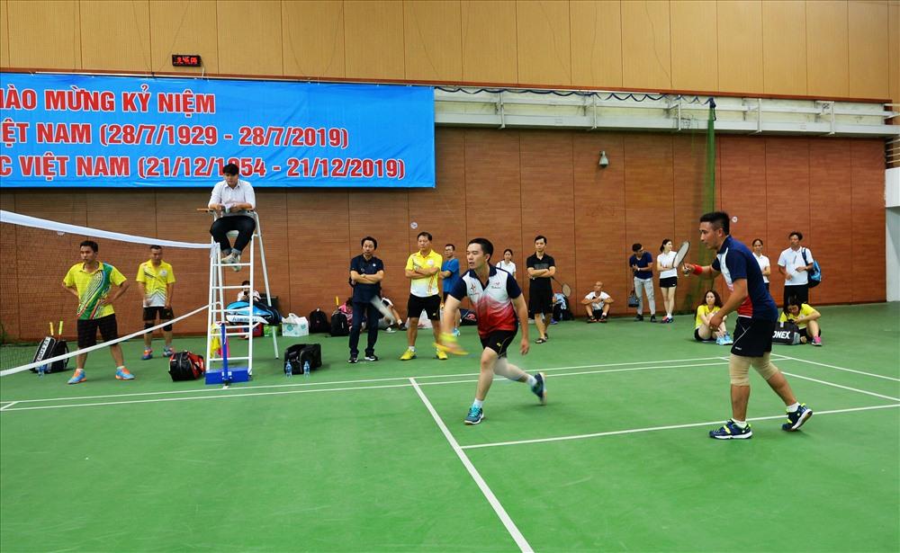Các VĐV tham gia thi đấu môn cầu lông. Ảnh: Đắc Cường