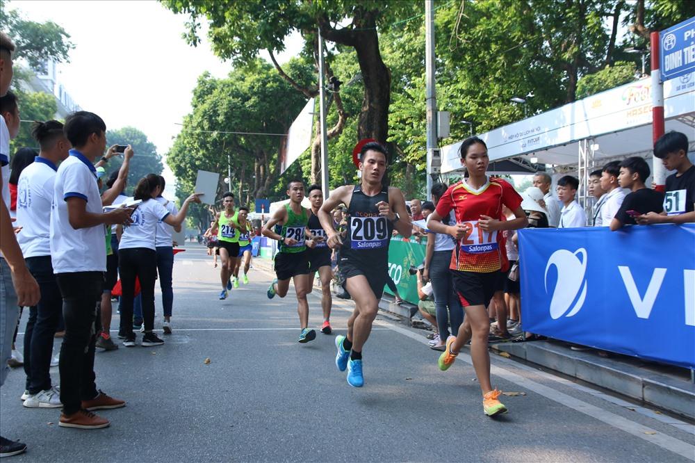VĐV SEA Games Đỗ Quốc Luật thể hiện sự vượt trội ở vòng chạy cuối