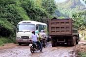 """Lào Cai: Sống mòn bên quốc lộ vì """"hung thần"""" đe dọa ngày đêm"""