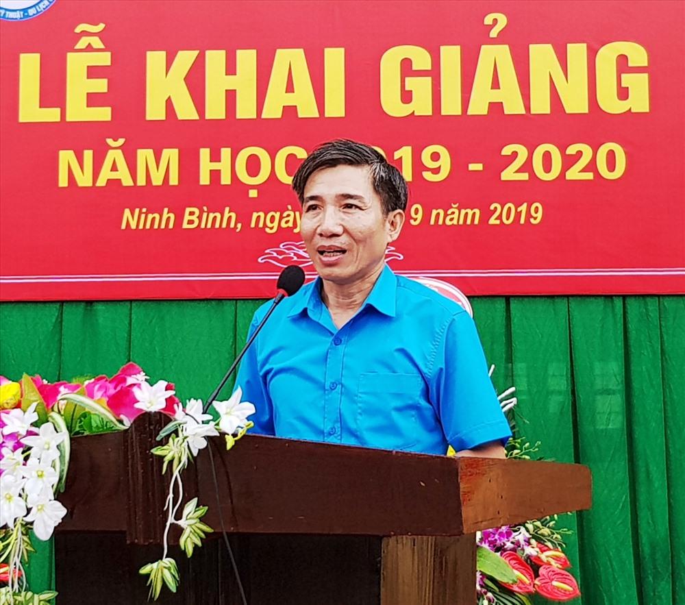 Đồng chí Phan Duy Linh, Phó chủ tịch LĐLĐ tỉnh Ninh Bình phát biểu tại lễ khai giảng. Ảnh: NT