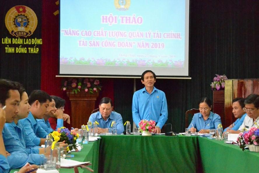 Chủ tịch LĐLĐ Đồng Tháp Trần Hoàng Vũ phát biểu tại hội thảo.