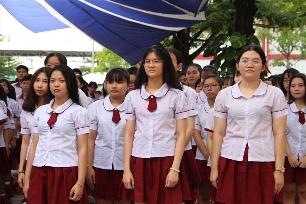 Học sinh bình Dương trong lễ khai giảng.