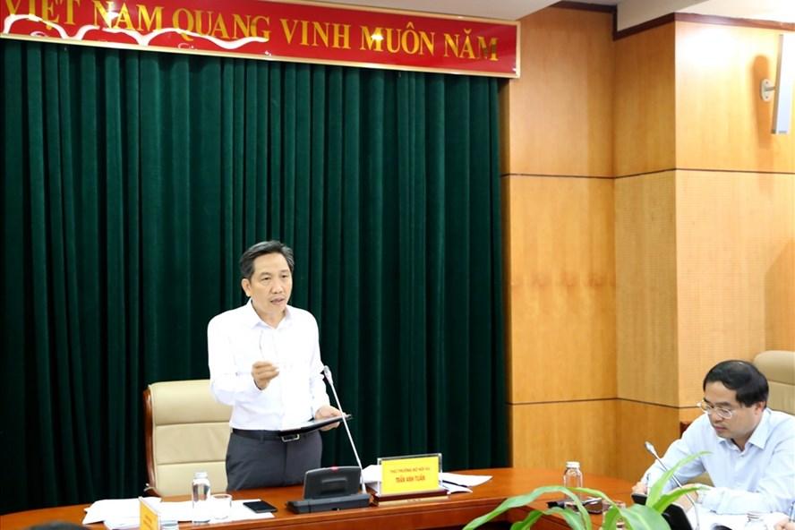 Thứ trưởng Bộ Nội vụ Trần Anh Tuấn chủ trì hội nghị. Ảnh: T.T