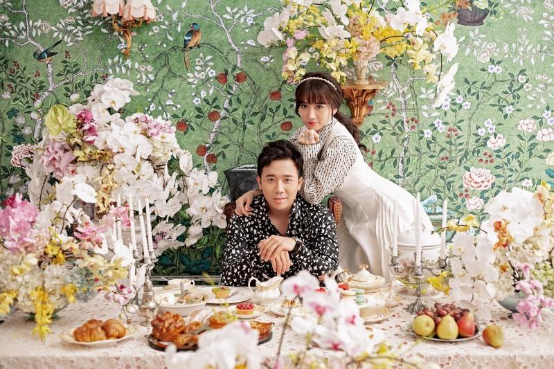 Thời gian gần đây, vợ chồng Trấn Thành - Hari Won thu hút tình cảm và sự quan tâm của khán giả. Cả hai xuất hiện liên tục trên truyền hình, báo chí và khắp các mạng xã hội nhờ chăm chỉ hoạt động cũng như các chương trình vì cộng đồng.