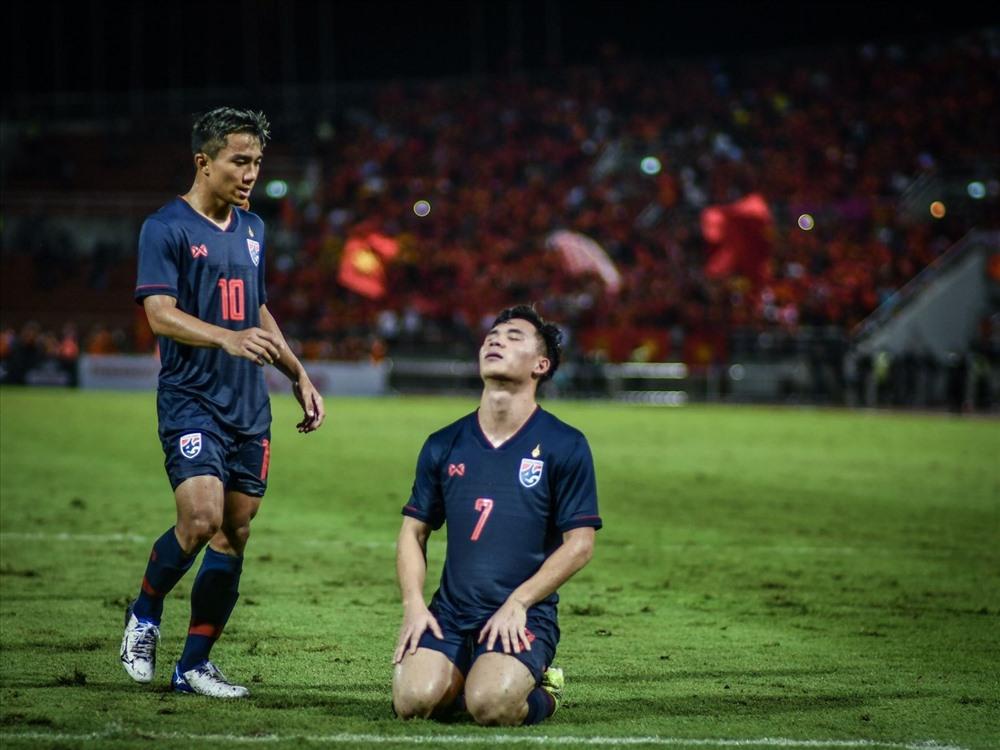 Tuyển Thái Lan bị cầm hòa đầy thất vọng trước tuyển Việt Nam. Ảnh: Siam Sport