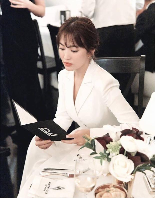 Mới đây, nữ diễn viên cung được bình chọn đứng đầu trong top những nữ diễn viên đẹp nhất Hàn Quốc.  Có thể thấy, sau khi ly hôn, sức hút của Song Hye Kyo không hề giảm sút. Ảnh: QQ.
