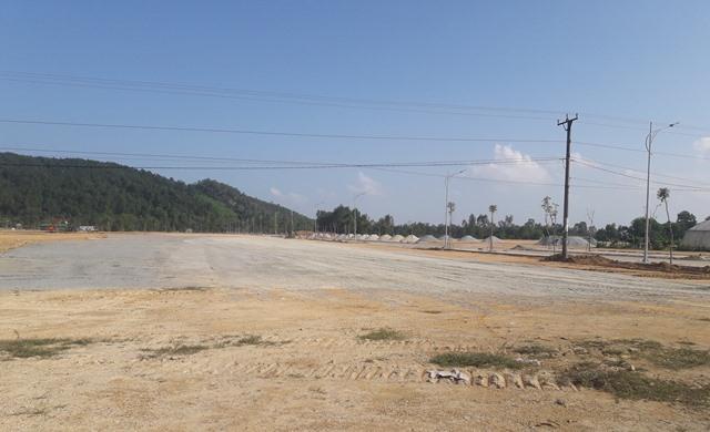 Bãi đậu xe cũng gấp rút hoàn thành