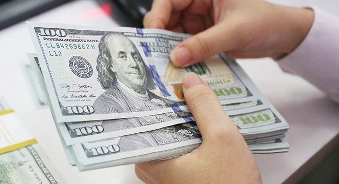 Tỷ giá ngoại tệ 14.1: USD chợ đen tăng, giá vàng chưa dừng đà lao dốc