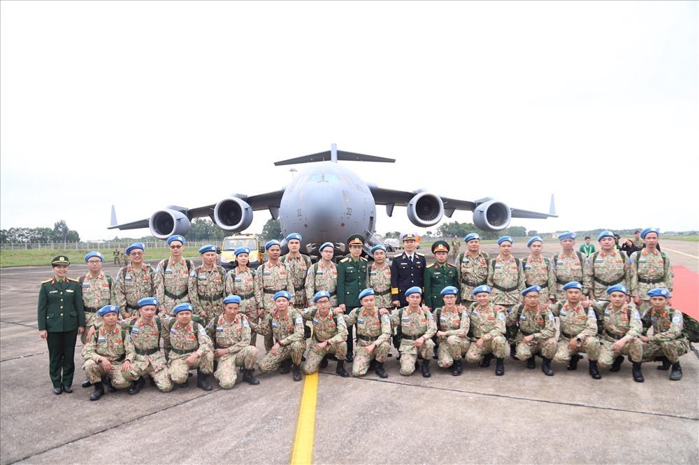Cán bộ, nhân viên Bệnh viện Dã chiến cấp 2 số 2 sang Nam Sudan làm nhiệm vụ. Ảnh T.Vương