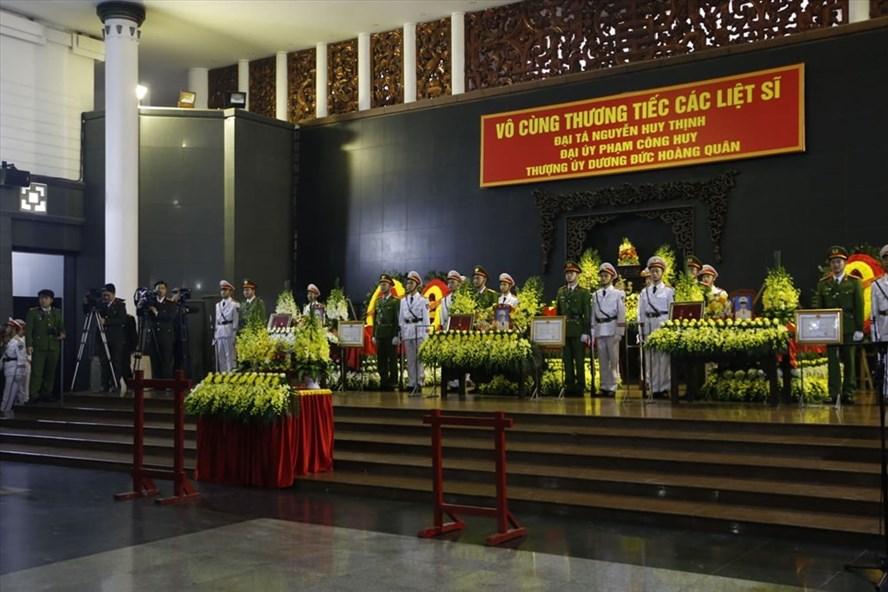 Lễ tang 3 liệt sỹ công an hy sinh tại Đồng Tâm. Ảnh: HD
