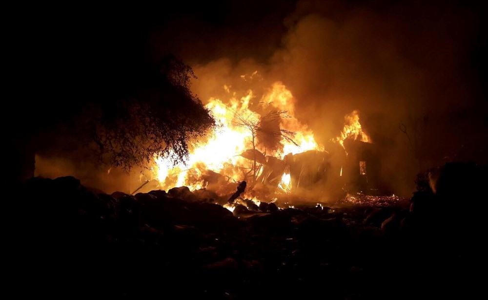 Vụ cháy lớn xảy ra lúc rạng sáng. Ảnh: ĐT