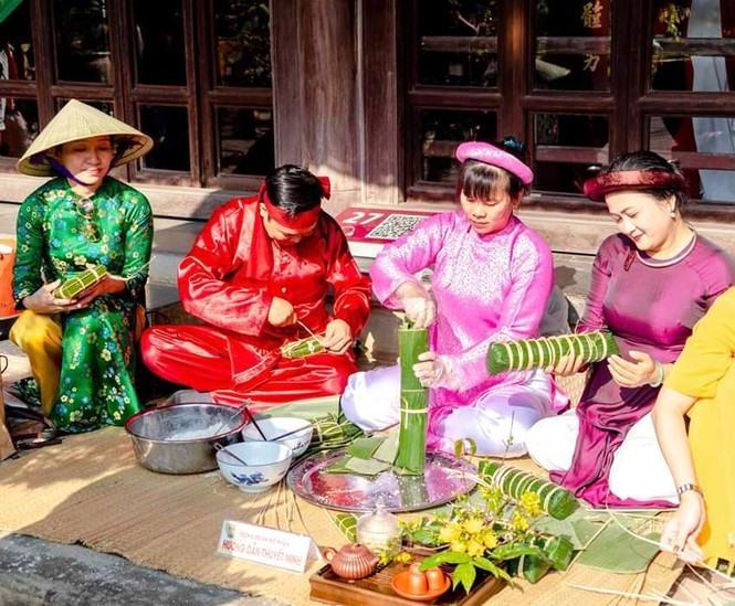 Hương xưa bánh Tết được tổ chức tại cung Diên Thọ.