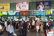 TPHCM: Hàng ngàn người bịt khẩu trang kín mặt trở lại thành phố sau Tết