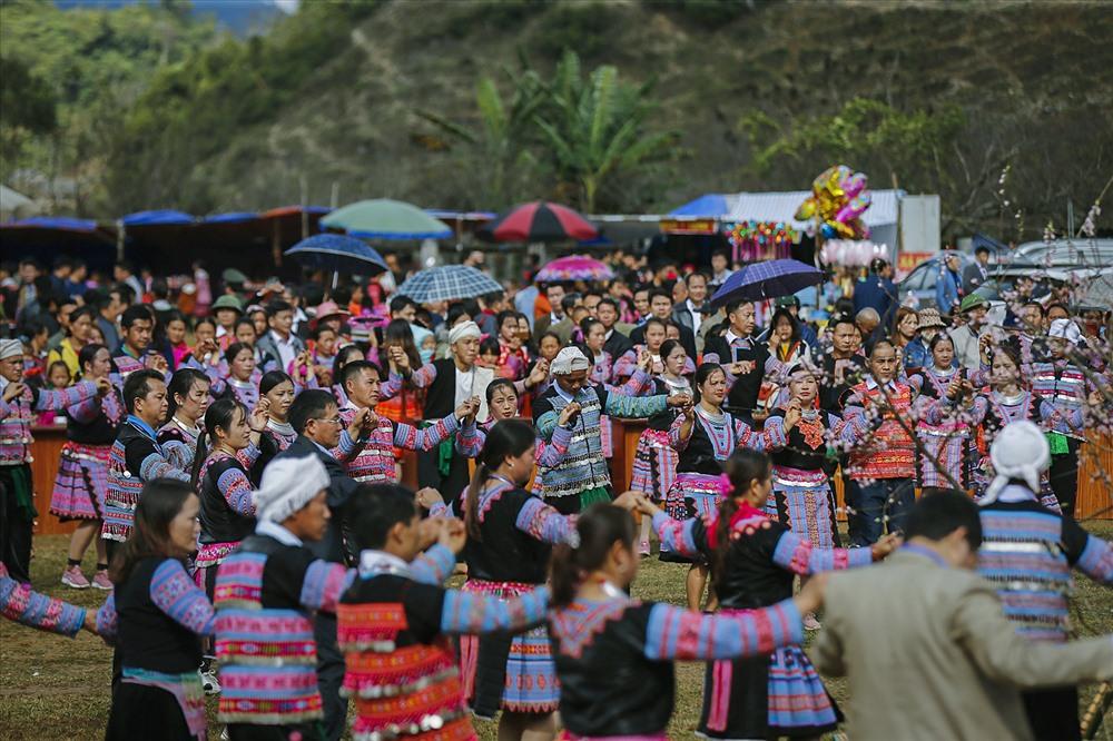 tôn vinh bản sắc văn hóa dân tộc Mông, tăng cường quảng bá, giới thiệu lịch sử, văn hóa và tiềm năng du lịch của 2 xã Pà Cò và Hang Kia đến với mọi du khách thập phương.