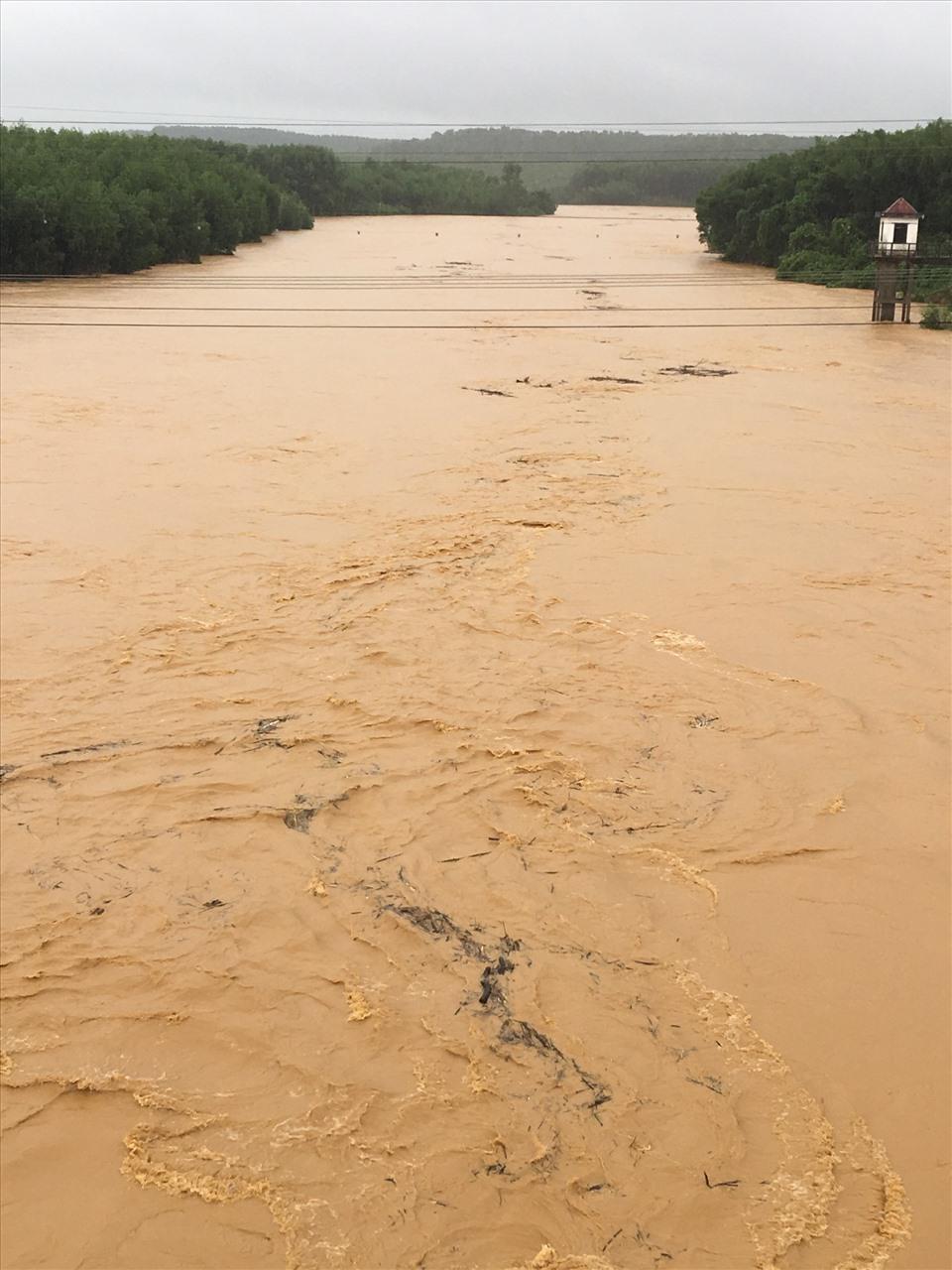 Mực nước trên các sông dâng cao gây ngập lụt. Ảnh: KTTV