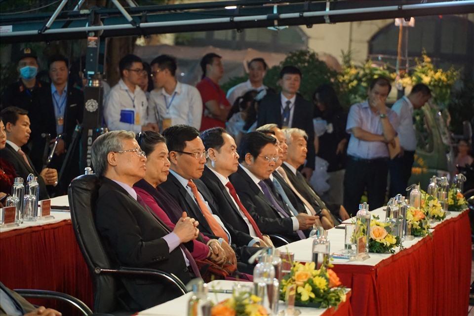 Các đồng chí lãnh đạo Đảng, Nhà nước tham dự lễ kỷ niệm. Ảnh: TG