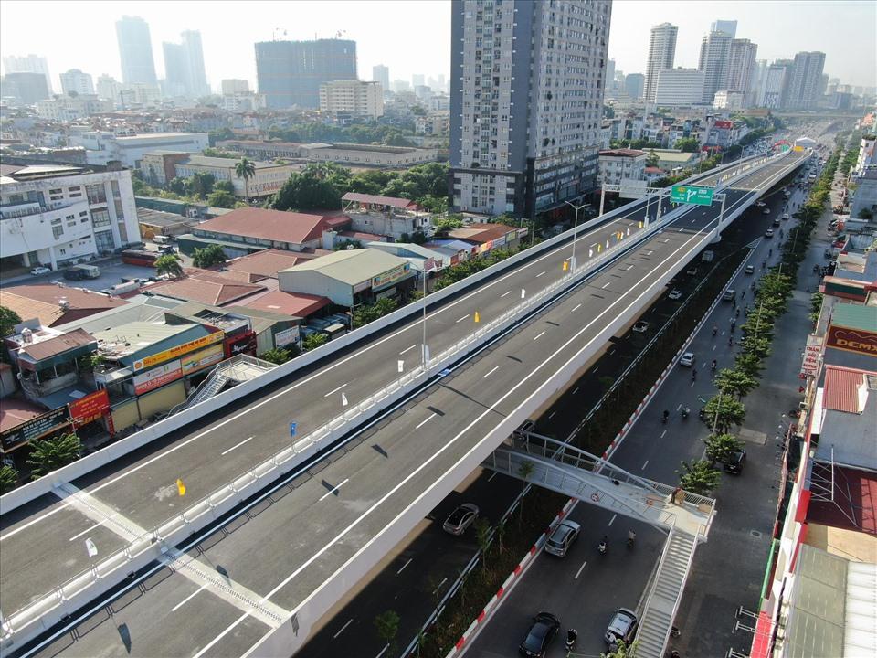 Bộ GTVT tổ chức thông xe tuyến đường vành đai 3 trên cao đoạn Mai Dịch - Nam Thăng Long, tốc độ thiết kế 100km/h sau hơn 2 năm thi công. Ảnh: Phạm Đông