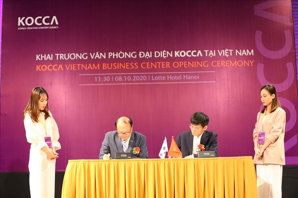 Đại diện Kocca Việt Nam ký kết hợp tác
