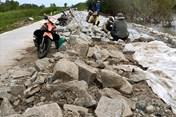 Mưa bão liên tục đe dọa vỡ đê biển Tây Cà Mau