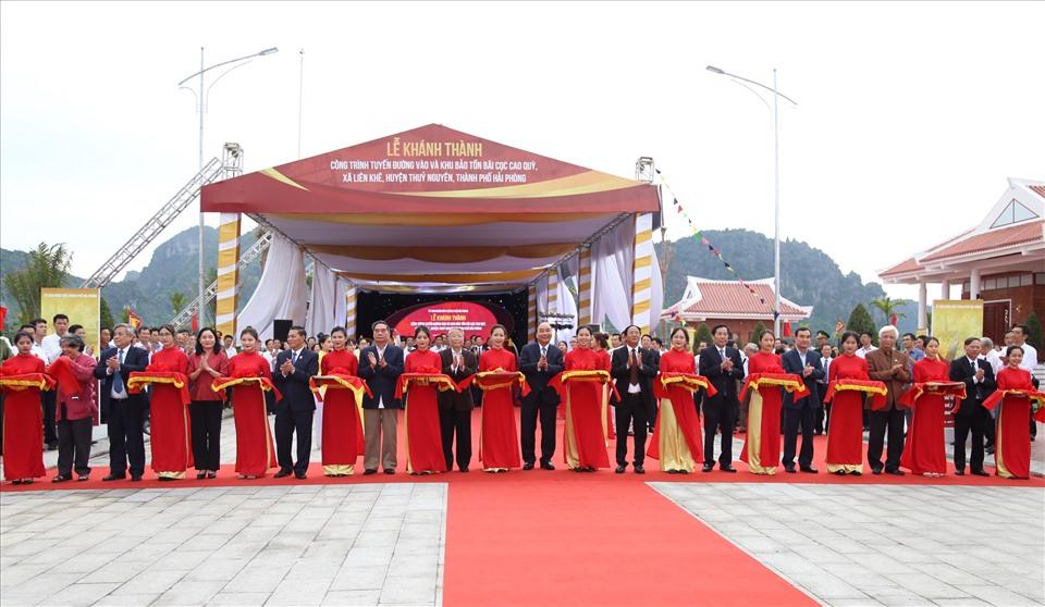 Thủ tướng cắt băng khánh thành Tuyến đường vào và Khu bảo tồn bãi cọc Cao Quỳ chiều 13.10 - ảnh HH