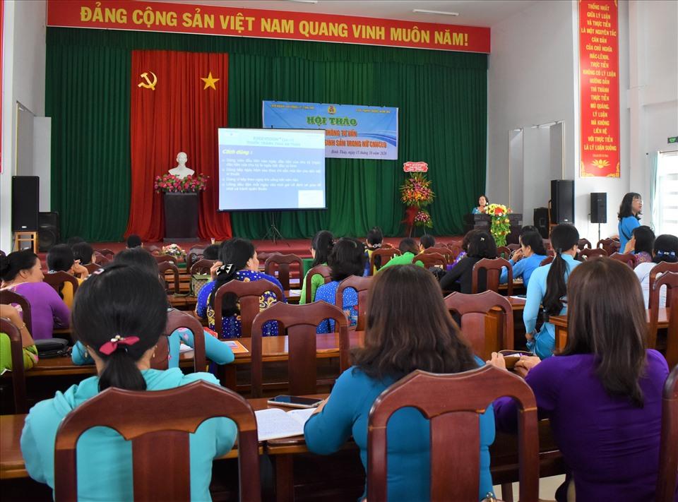 Quanh cảnh hội thảo truyền thông về công tác dân số và phát triển, phòng tránh HIV/AIDS, chăm sóc sức khỏe sinh sản, tình dục an toàn cho CNVCLĐ quận Bình Thủy.Ảnh: Thành Nhân