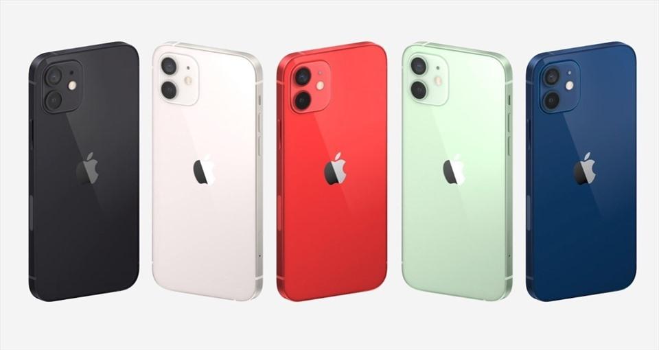 Giá iPhone 12 và iPhone 12 Pro sẽ sớm hạ nhiệt khi iPhone 12 mini và iPhone 12 Pro Max ra sau vài tuần. Ảnh minh hoạ: Apple.