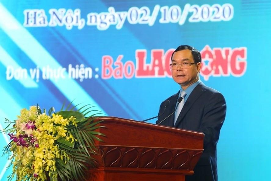 Đồng chí Nguyễn Đình Khang - Uỷ viên Trung ương Đảng, Chủ tịch Tổng Liên đoàn Lao động Việt Nam phát biểu tại buổi lễ. Ảnh: Tô Thế