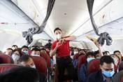 Trao yêu thương cùng một nửa thế giới trên chuyến bay của Vietjet