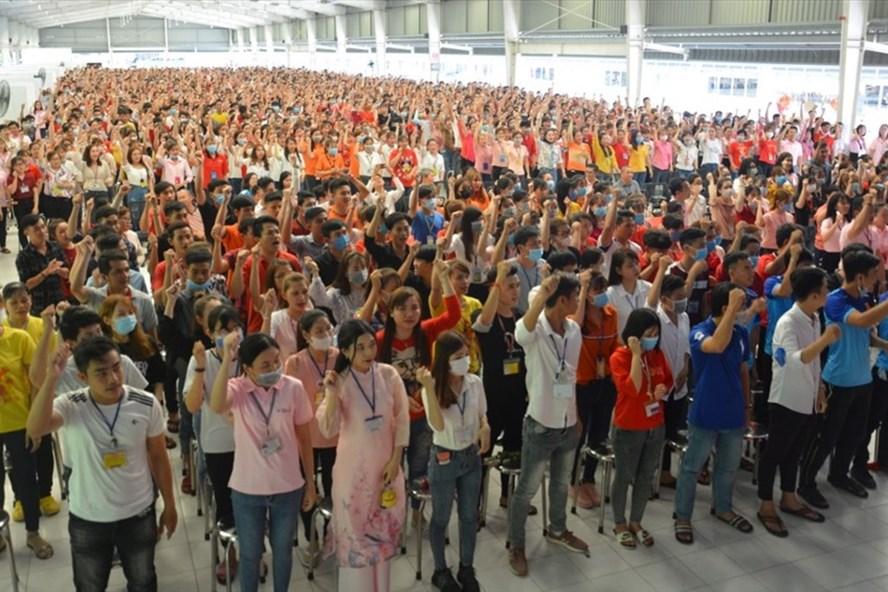 Đoàn viên, NLĐ hưởng ứng phong trào thi đua lao động sản xuất giỏi do CĐ phối hợp Giám đốc công ty phát động. Ảnh: Cẩm Tú