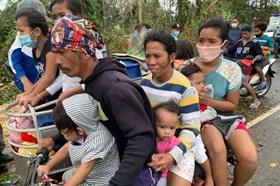 Bão Molave đổ bộ Philippines: 13 người mất tích và hàng nghìn người đi sơ tán