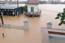 Bão số 9 Molave gây mưa lớn dữ dội, lũ trên các sông lên rất nhanh