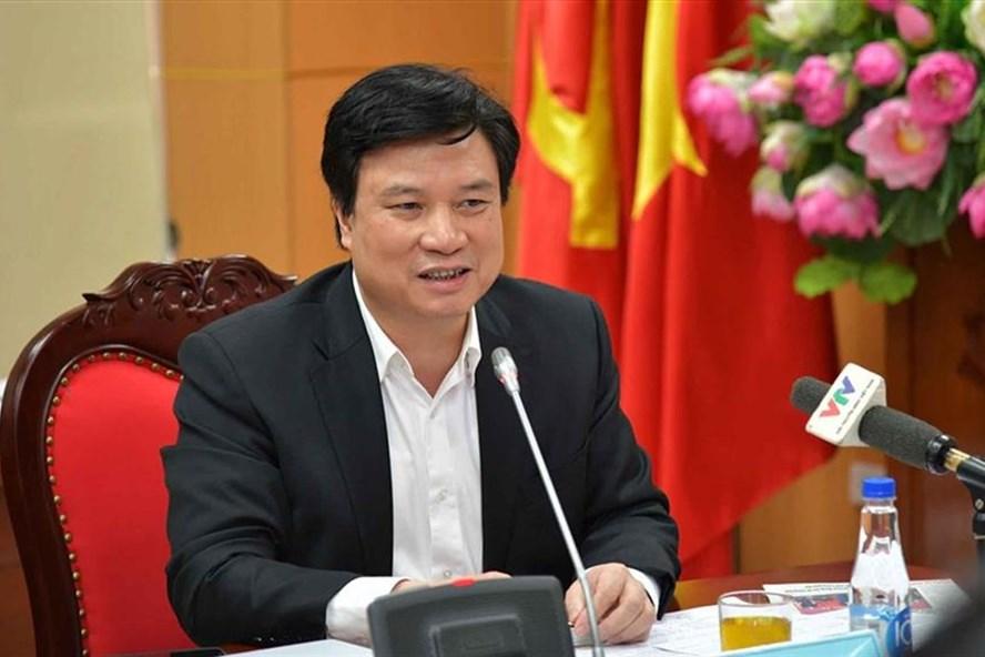 Thứ trưởng Bộ Giáo dục và Đào tạo Nguyễn Hữu Độ chia sẻ tại tọa đàm.