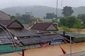 Nghệ An: Nước lũ dâng đột ngột, nhiều hộ dân phải sơ tán khẩn cấp