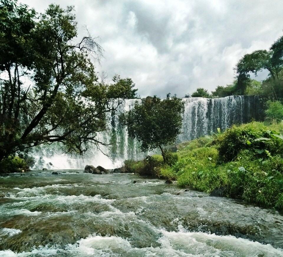 Thác Mơ là một điểm du lịch hấp dẫn ở Ia Khai, huyện Ia Grai. Ảnh TA