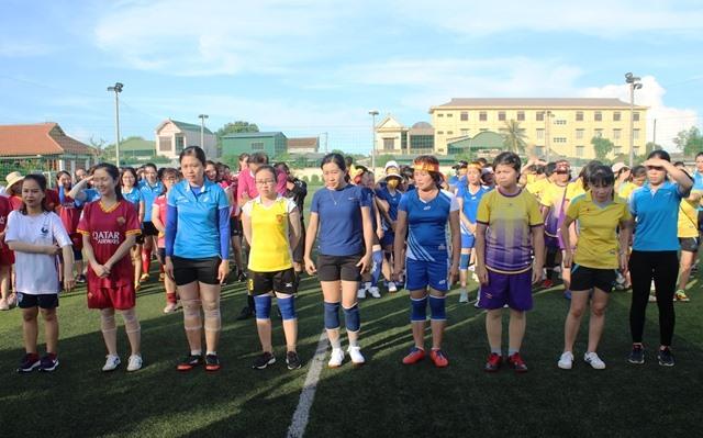12 đội bóng tham dự giải đấu. Ảnh: Trần Tuấn.