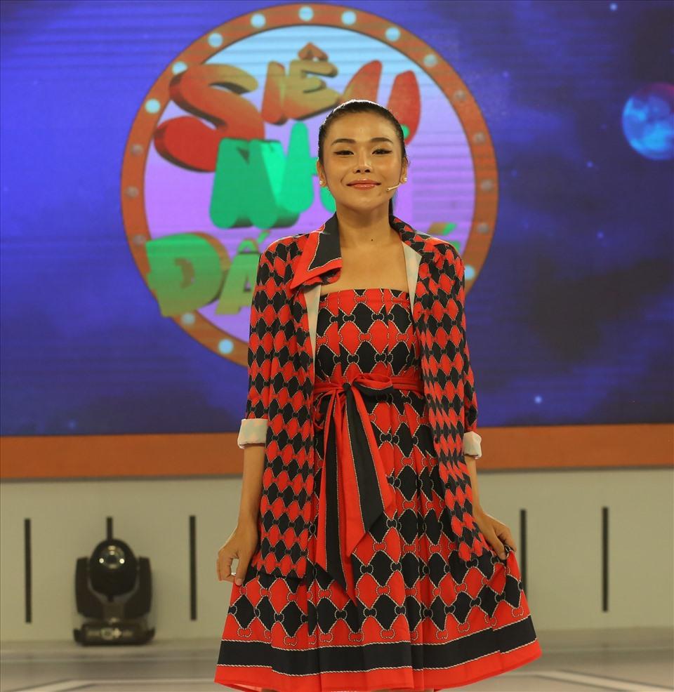 Trương Thảo Nhi có cuộc lột xác về phong cách thời trang với vẻ ngoài nữ tính và cuốn hút. Ảnh: Bee.