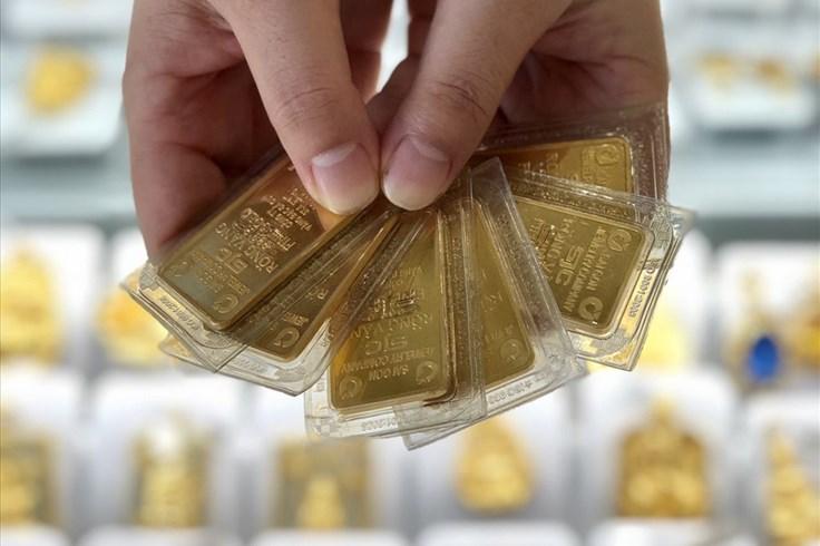 Giá vàng 6.10: Vàng thế giới tăng mạnh do USD suy yếu