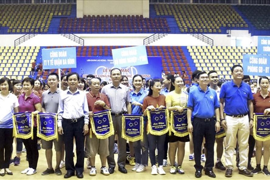 Khai mạc Hội khỏe CNVCLĐ quận Ba Đình chào mừng 1010 năm Thăng Long - Hà Nội. Ảnh: CĐ HN