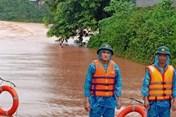 Mưa lớn ở miền núi Quảng Trị, biên phòng chốt chặn ở các điểm ngập sâu