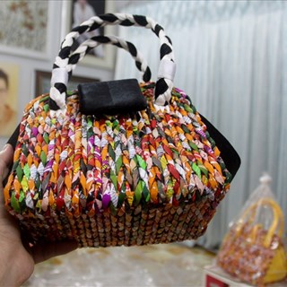 Túi xách từ vỏ mì tôm, truyền thông điệp bảo vệ môi trường
