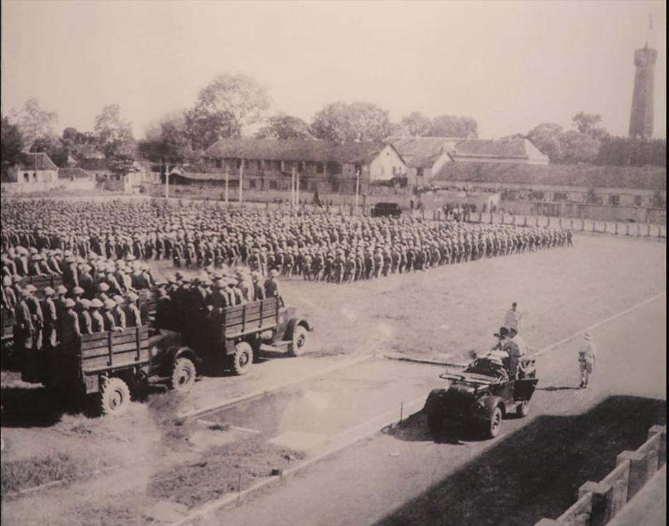 Đoàn quân tiến về Hà Nội trong ngày giải phóng Thủ đô 10.10.1954. Ảnh tư liệu