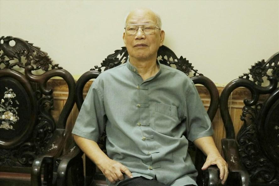 Ông Lê Ngọc Canh bồi hồi nhớ lại những ngày cùng Trung đoàn Thủ đô về tiếp quản Hà Nội năm 1954. Ảnh: Lan Nhi.