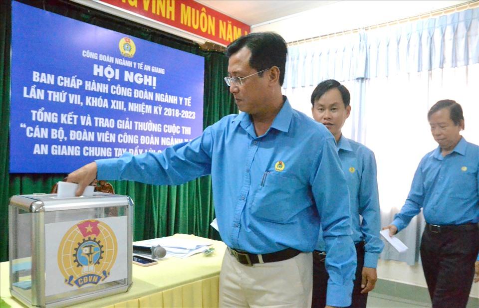 Đoàn viên, CNLĐ tỉnh An Giang hưởng ứng chương trình hỗ trợ đồng bào miền Trung. Ảnh: Lục Tùng
