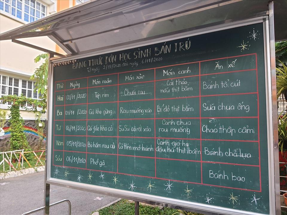 Thực đơn của học sinh bán trú Trường tiểu học Trần Thị Bưởi. Ảnh: Anh Nhàn