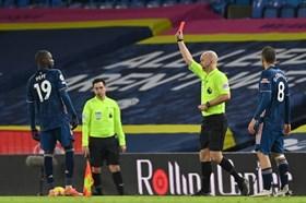 Pepe nhận thẻ đỏ ngớ ngẩn, Arsenal vất vả cầm hòa Leeds